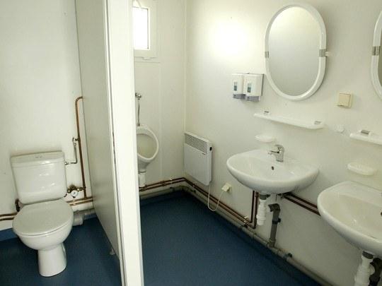 umkleideunit mit toilette und dusche diverse einheiten. Black Bedroom Furniture Sets. Home Design Ideas